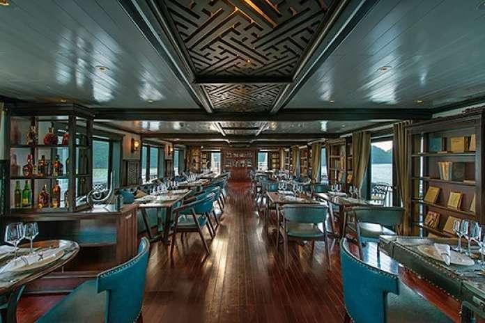 Nhà hàng ăn sang trọng của du thuyền Paradise Peak
