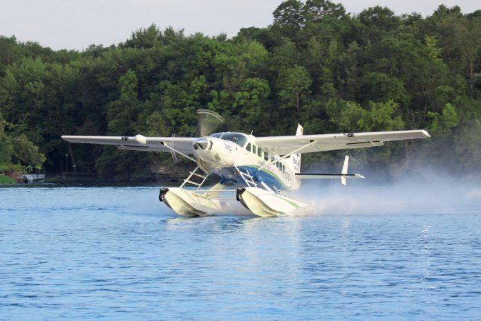 Thủy phi cơ cất cánh và hạ cánh trên mặt nước