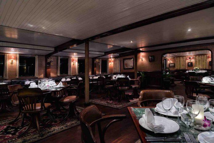 Nhà hàng trên tàu Emeraude
