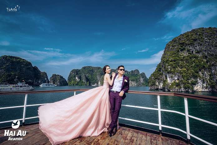 autumn best time to travel Halong for couples