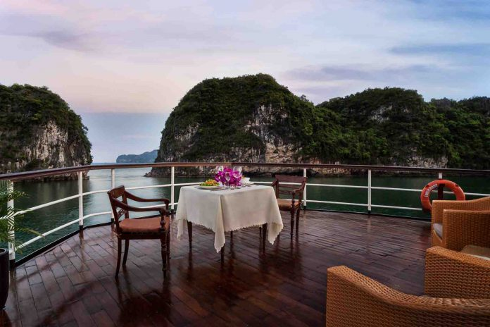 dinner on cruise adventures experiences in Halong Bay
