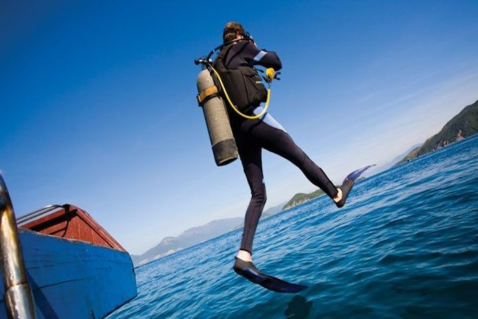 scuba diving adventures experiences in Halong Bay