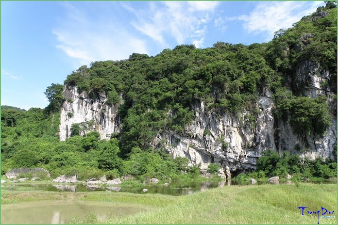Adventure tour in Halong Halong Bay to photograph
