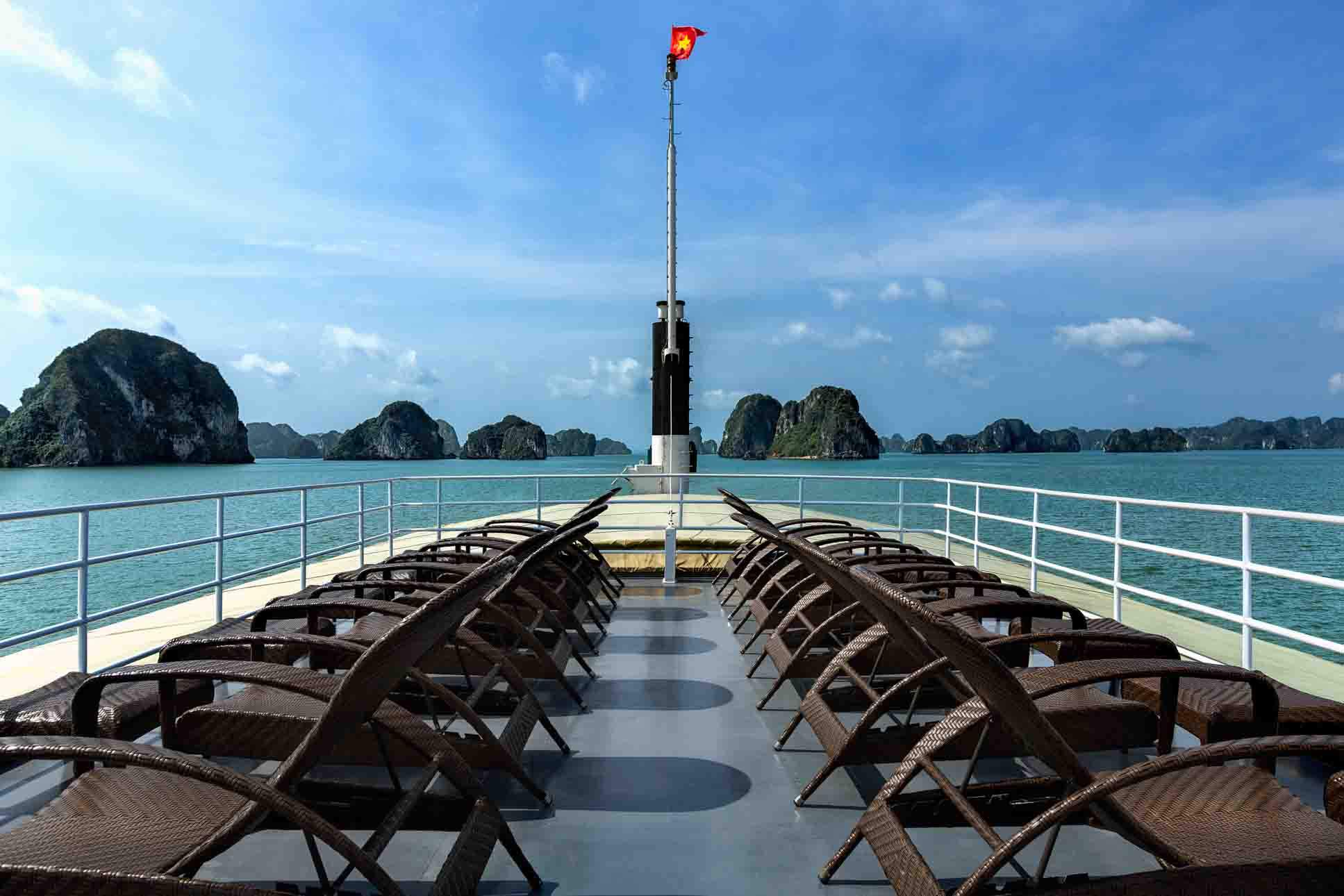 Book cruises in Halong Bay: 9 questions you should ask | The 2017 Guide