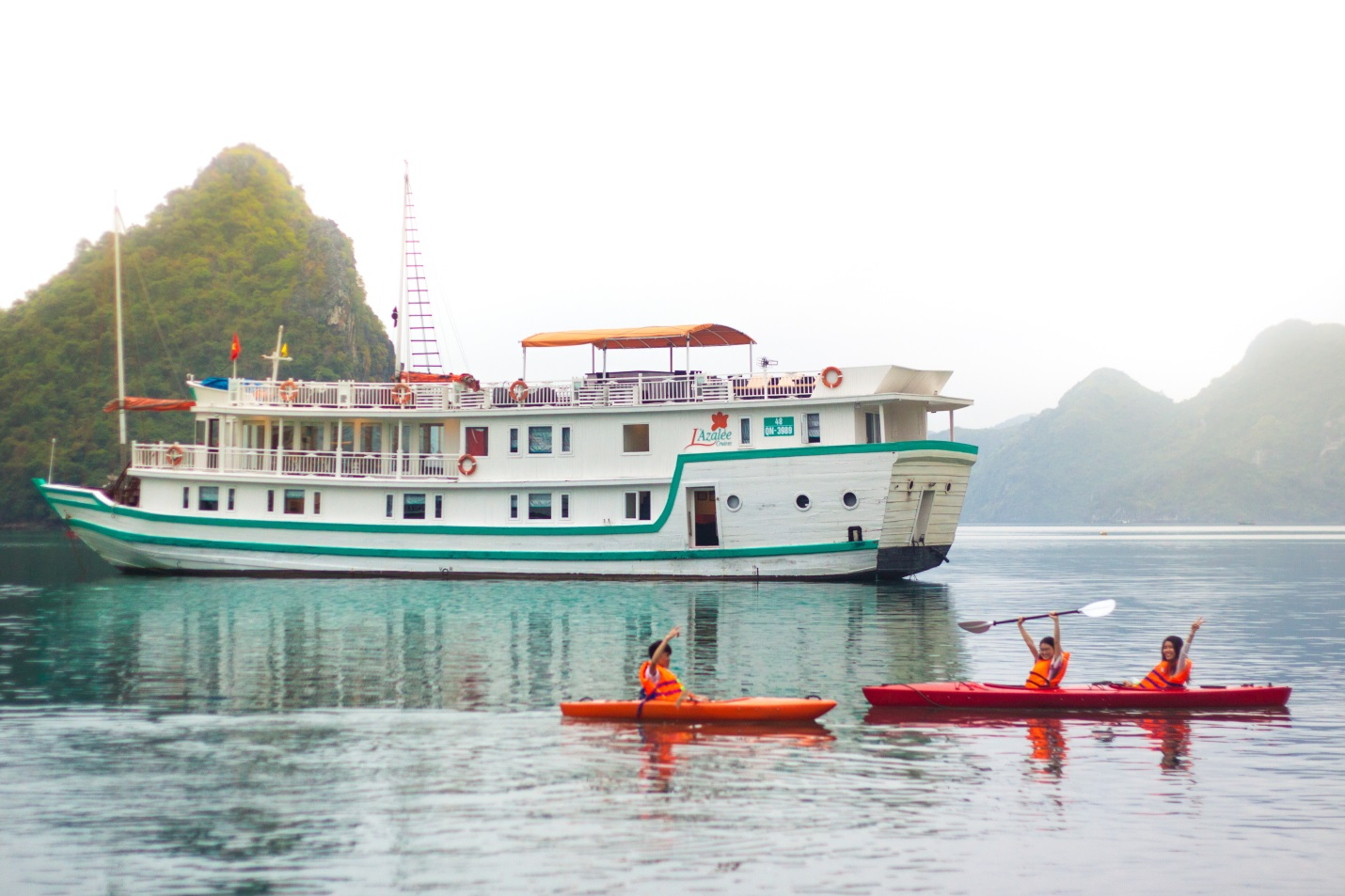 Lazalee-cruise-Halong-Bay